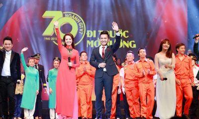 Á hậu Thụy Vân, MC Hạnh Phúc rạng rỡ trên sóng truyền hình trực tiếp