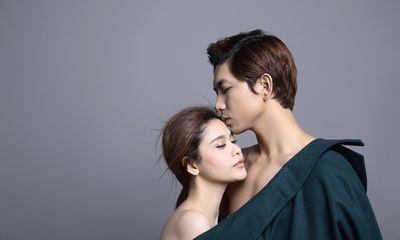 Tim - Trương Quỳnh Anh bán khỏa thân, mặc chung áo đầy tình cảm