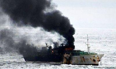 Tàu cá phát nổ ngoài khơi Bình Thuận, 16 thuyền viên gặp nạn
