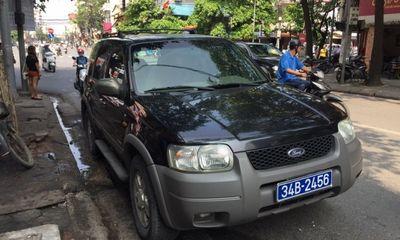Tài xế xe biển xanh Hải Dương bị tước bằng lái, phạt gần 5 triệu đồng