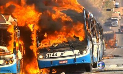 Brazil: Người dân đốt xe buýt đòi dịch vụ giao thông tốt hơn