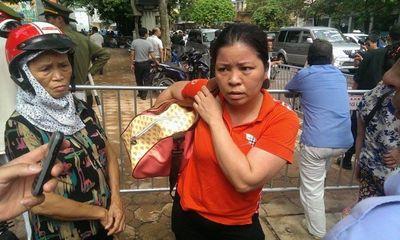 Sập nhà cổ tại Hà Nội: Dân hối hả chuyển dụng cụ thiết yếu ra nhà ở tạm