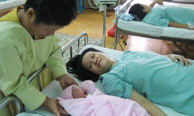 Những cặp vợ chồng chỉ sinh toàn con gái sẽ được hỗ trợ tiền