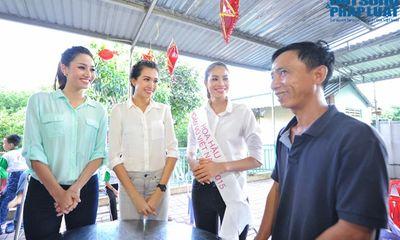 Tân Hoa hậu Hoàn Vũ Phạm Thị Hương giản dị đi từ thiện