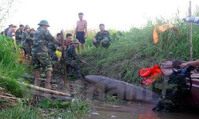 Phát hiện quả bom nặng trên 400kg ở cửa biển khi đang đánh cá