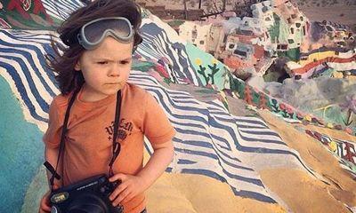 Nhóc tỳ 5 tuổi chụp ảnh đẹp trở thành hiện tượng mạng