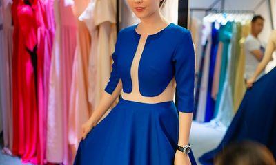 NTK Vincent Đoàn tự tay chỉnh sửa váy áo cho Hoa hậu Thu Hoài