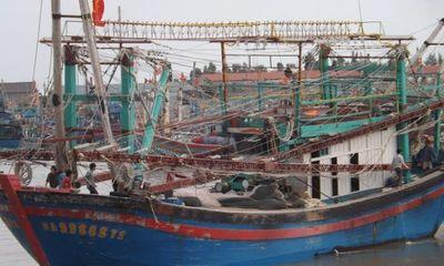 Sóng to gió lớn, 3 ngư dân rơi xuống biển, 1 người tử vong
