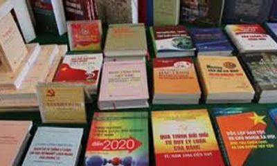 Giả mạo chữ ký, con dấu của Bộ GD&ĐT để chào bán sách