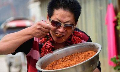 Trung Quốc: Người đàn ông ăn 2,5kg ớt mỗi ngày