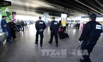 Chính phủ nhiều nước họp khẩn cấp sau vụ khủng bố ở Paris