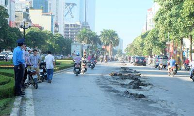 Đường Nguyễn Chí Thanh tắc kinh hoàng vì bùn rơi