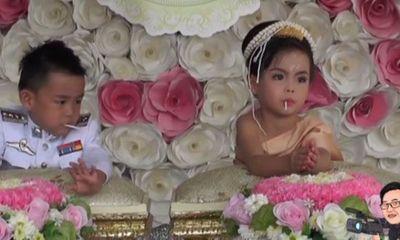 Cặp song sinh được bố mẹ làm đám cưới để... bỏ