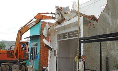 Xây dựng nhà trái phép còn chém công an nhập viện