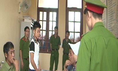 Nam sinh lớp 9 rút dao giết người vì bị chặn đường