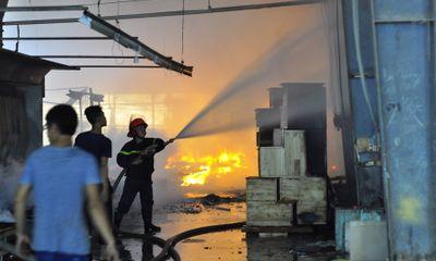 Cháy lớn tại xưởng gỗ ở Đồng Nai, thiệt hại hàng tỷ đồng
