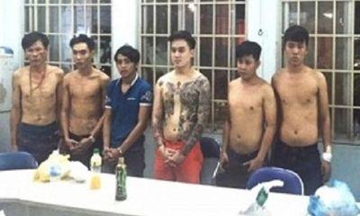 """Bắt giữ 10 giang hồ Hải Phòng """"bảo kê"""" trai bán dâm ở TP.HCM"""