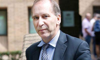 Cựu cố vấn Thủ tướng Anh hầu tòa vì lưu ảnh nóng trẻ em