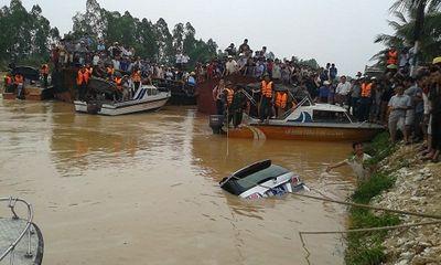 Hình ảnh mới nhất: Trục vớt xe ô tô và thi thể phó giám đốc sở