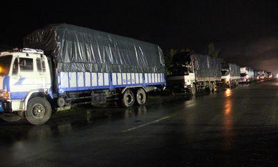 Hà Tĩnh: Tạm dừng trạm cân bị hàng trăm xe quá tải phá rào