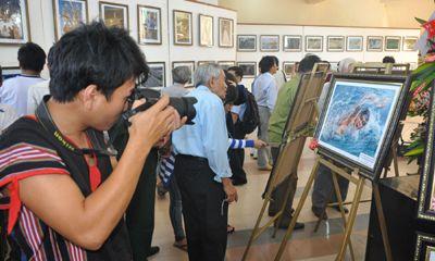 """Liên hoan ảnh nghệ thuật với chủ đề """"Đất nước, biển đảo, con người Nam Trung bộ và Tây Nguyên"""""""