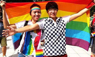 Cô gái cầu vồng đạp xe 2.000 km vì người đồng tính