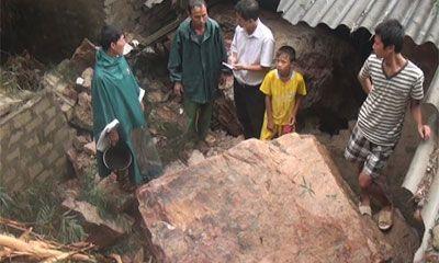 Nghệ An: Sập nhà dân do mưa lớn gây ra