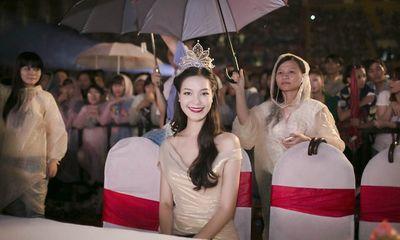 Hoa hậu Thùy Dung bức xúc vì bị 'phân biệt đối xử' với 'trai đẹp'