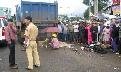 Xe tải đâm xe máy, hai phụ nữ chết thảm