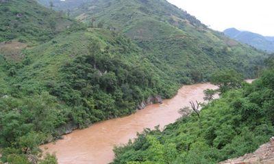 Lật thuyền ở thượng nguồn sông Mã, 2 người mất tích
