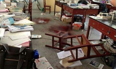 Học sinh giết thầy vì bị thu... điện thoại