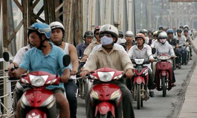 Thu phí đường bộ đối với xe máy: Dễ dàng nảy sinh cơ chế xin – cho?