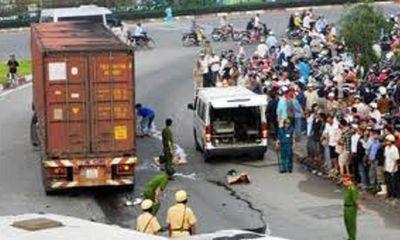 Lao đầu vào xe tải, một người đàn ông tử vong tại chỗ