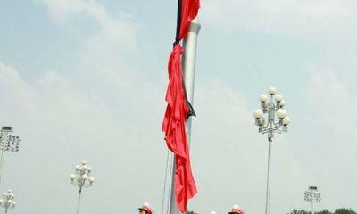 Hình ảnh xúc động trong Lễ treo cờ rủ Quốc tang