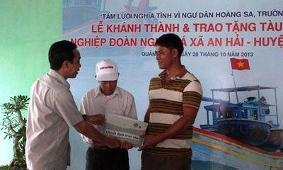 Tặng tàu cá hơn 5 tỷ cho ngư dân Lý Sơn