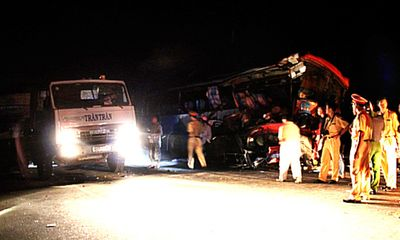 Tai nạn xe khách liên hoàn trong đêm, hơn 20 người bị thương