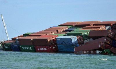 Hàng trăm container đang chìm xuống biển cùng tàu