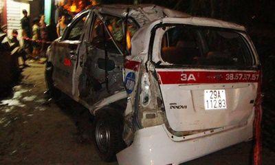 Tàu hỏa đâm taxi, 9 người thương vong