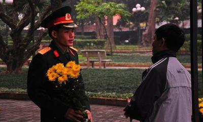 Người Hà Nội lặng lẽ viếng 49 ngày Đại tướng Võ Nguyên Giáp