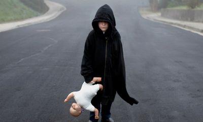 Bộ ảnh bố chụp con trai tự kỷ ám ảnh người xem