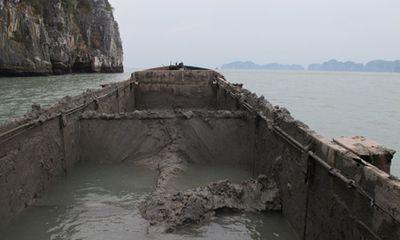 Bắt quả tang 2 tàu đổ bùn thải xuống vịnh Hạ Long