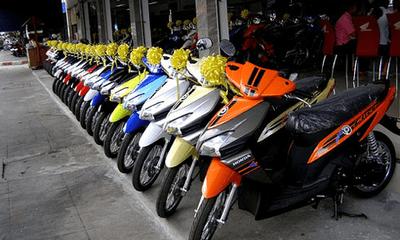 Hà Nội đòi tăng phí cấp mới với ô tô và xe máy