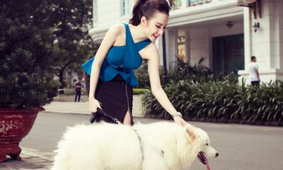 Angela Phương Trinh xinh tươi dắt