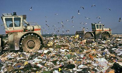 Kinh ngạc người đàn ông vứt gần 200 tỷ vào bãi rác