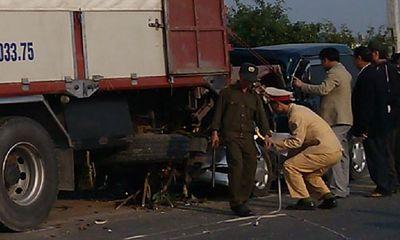 Ô tô đâm thẳng vào đuôi xe tải, hai người tử vong