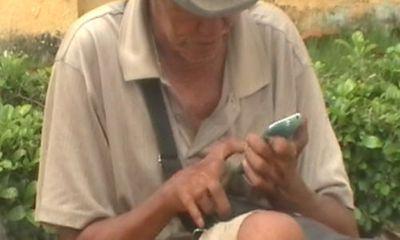"""""""Sốc"""" với ông già ăn xin xài… iPhone ở Tiền Giang"""
