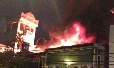 Hà Nội: Quán nhậu bốc cháy do nổ bình gas