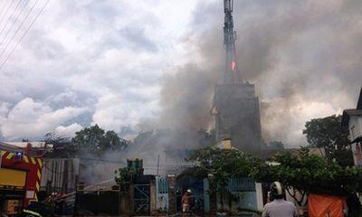 Cháy lớn, thiêu rụi 1.000m2 nhà kho ở TP. HCM