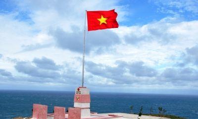 Khánh thành cột cờ Tổ quốc hướng ra Hoàng Sa