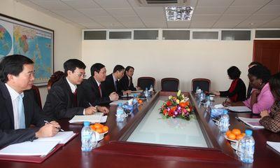Trưởng Ban Kinh tế Trung ương làm việc với Ngân hàng Thế giới